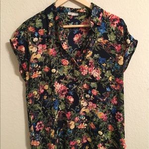 Pleione Tops - Butterfly garden spread collar blouse NWOT