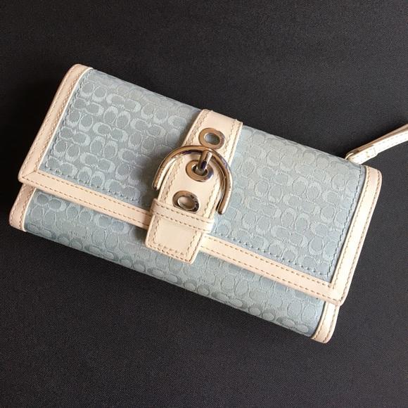 Coach Handbags - S O L D ... Coach Wallet