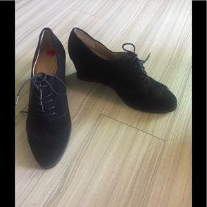 Ellen Tracy Shoes - Ellen Tracey new shoes suede wedges