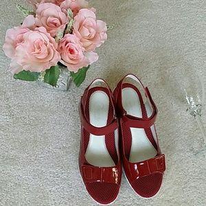 Easy spirit  Shoes - NWOT Easy spirit size 7.5 W antigravity sandals