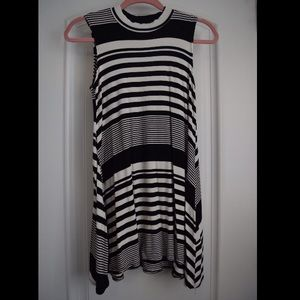 Tops - Cute black and white tunic