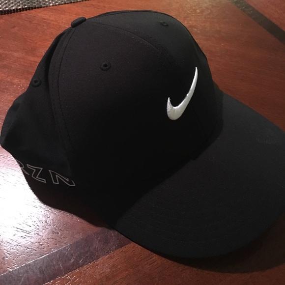 HP ✨ Nike Golf Hat Black RZN Vapor FlexFit. M 58f2b59a3c6f9f7a2502827b 3ff36a06c2e