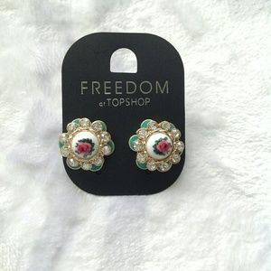 Topshop Jewelry - Topshop vintage palace style earrings