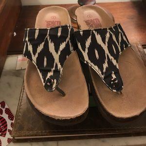 Muk Luks Shoes - Ladies Muk Luk thong sandals
