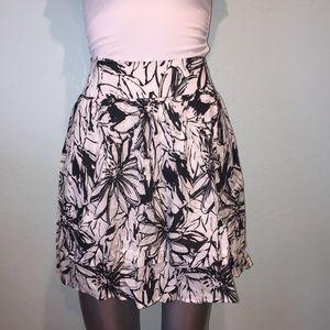 Monochromatic floral print skirt