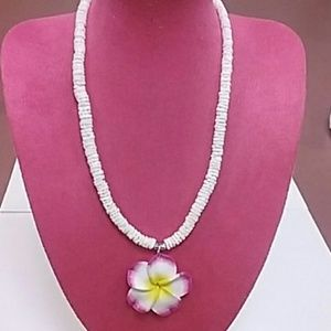Jewelry - Seashell necklace with flower pendant!