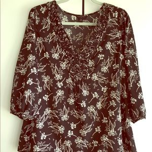 Silky Banana Republic blouse w/ 3/4 sleeves