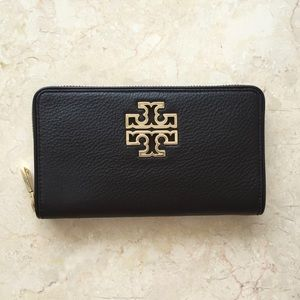 Tory Burch Handbags - Tory Burch Britten Zip Wallet in Black