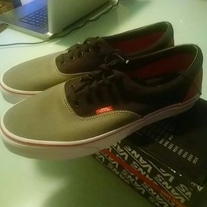 27f15827c112a4 Vans Shoes - Nib era tritone charcoal grey Vans