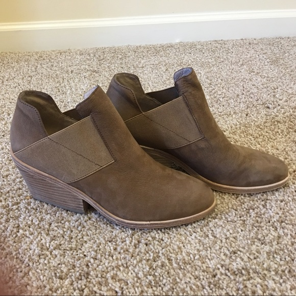 12eb689cf79a6 Eileen Fisher Shoes - Eileen Fisher Vero Cuoio Sienna Booties size 7.5