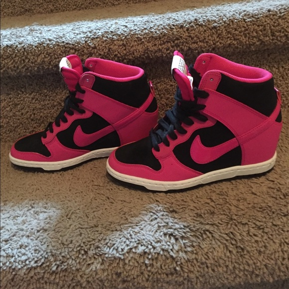 hot sale online 5867d d23b3 Nike Dunk Sky Hi Essential Black Fireberry White💗.  M 58f38a41eaf030b7020ccaf2