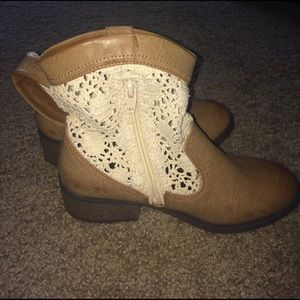 Cherokee Other - White lace tan booties
