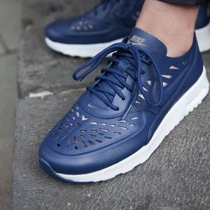 Navy Nike air max Thea Joli in size 7