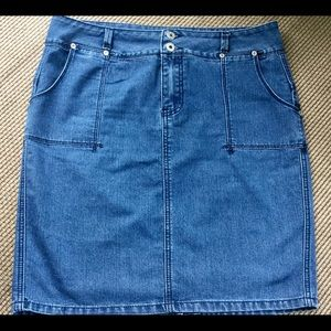 Willi Smith Dresses & Skirts - Jeans Skirt. 🦋Sz 10.🦋 Willi Smith.🦋 LIKE NEW