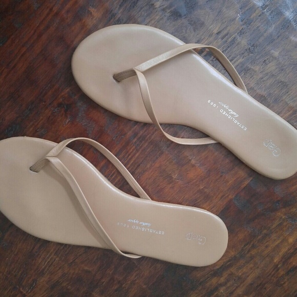 8632850acd66 GAP Shoes - Gap nude leather flip flops