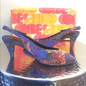 Life Stride Shoes - ✨HP✨LIFE STRIDE COLORFUL PRINT SWINGBACKS