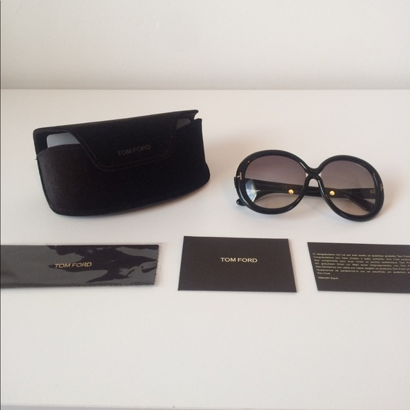 9e0e134d8b042 Authentic never-worn Tom Ford Gisella Sunglasses. M 58f3de0b9c6fcfb58c0e04fb