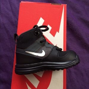 Nike Other - ✨ (4C) NIKE SNEAKERS ✨