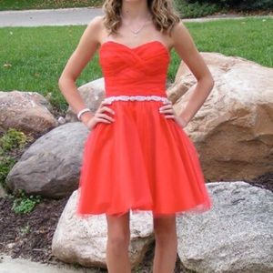WINDSOR Dresses & Skirts - Short Red homecoming/prom dress