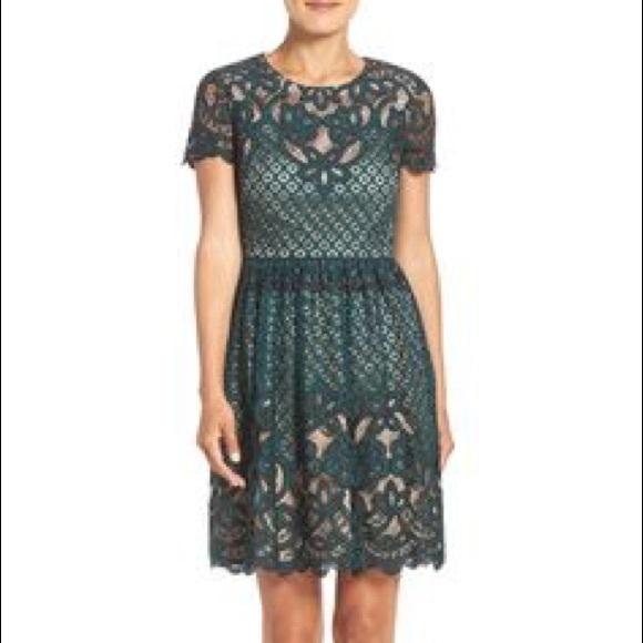 ✨SOLD✨ ELIZA J Emerald green lace dress