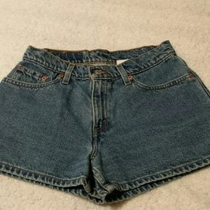 Levi's Vintage High Waisted Denim Shorts. Size 7
