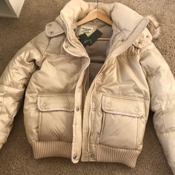 Abercrombie & Fitch Jackets & Coats - Abercrombie and Fitch Puffy cream jacket S BNWT