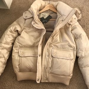 Abercrombie and Fitch Puffy cream jacket S BNWT