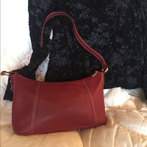 Clarks Handbags - Clark's Leather, Gorgeous red handbag. ♥️♥️🖤♥️♥️