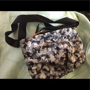 Lululemon purse / rose gold