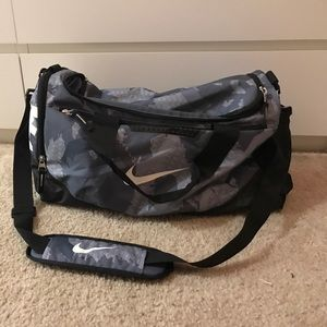 PRICE DROP! Super cute blue grey Nike duffel