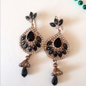 Jewelry - 25% off 💍 B8 Black & White CZ Teardrop Earrings