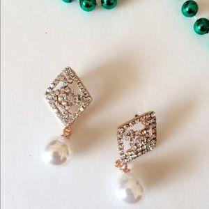 25% off 💍 A65 Gold Tone Pearl Drop Earrings