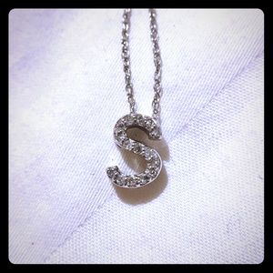 Jewelry - 10kt white gold and diamond initial