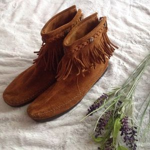 Minnetonka Shoes - Minnetonka High Top Back Zip Fringe Ankle Boot