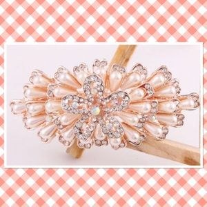 Accessories - Pearl crystal rhinestone flower hair clip