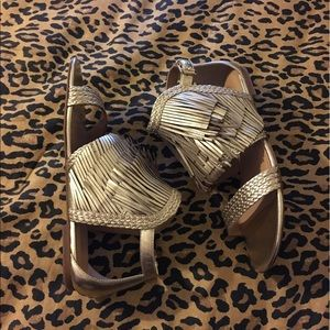 Banana republic Tallahassee sandals size 7 gold