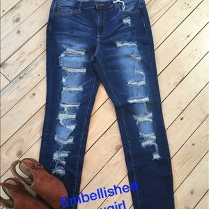 Totally distressed skinny jeans