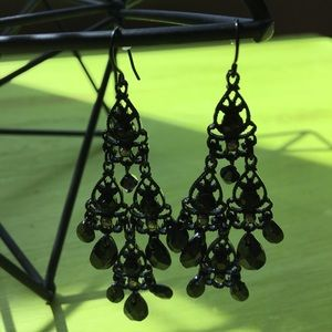 Jewelry - 🖤SO PRETTY!🖤black chandelier earrings🖤