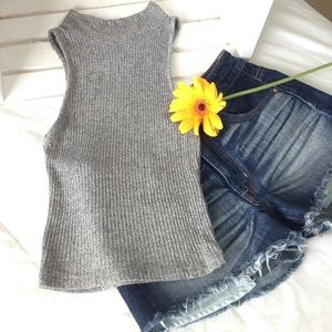 Brandy Melville Tops - Top: Brandy Melville stretchy fitted crop top