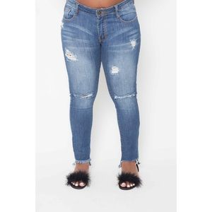 Boutique Sales Chic Denim - Ripped Jeans