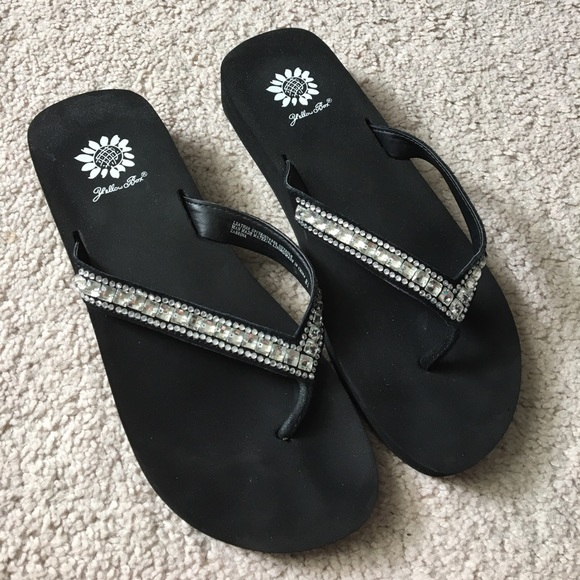 fe516f1d4 Like New Yellow Box Rhinestone Flip Flops. M 58f522ff680278a418018d27