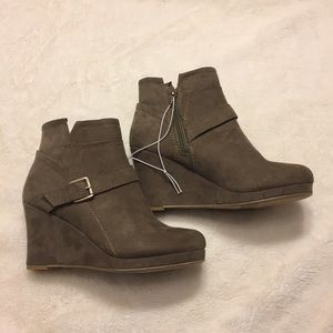 Report Aries Sz 6 Ankle Boots