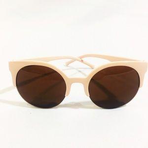 Accessories - NWT beige nude brown cat eye sunglasses
