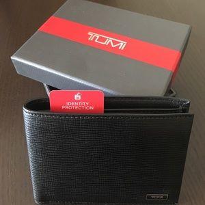 Tumi Other - Tumi wallet