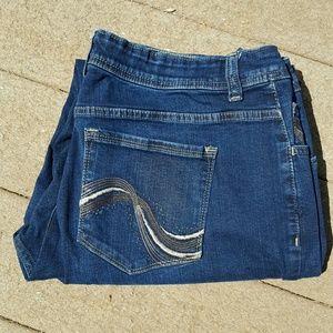 Lee Denim - Lee Jeans with decorative pockets