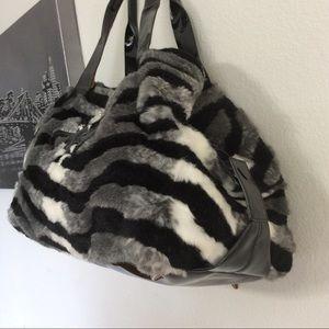 jan haedrich Bags   My Flat In London Queen Bee Crowned Fur Bag ... f337abe3b5