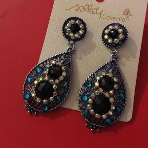 Jewelry - 💥LAST PAIR Gorgeous Rhinestone Earrings