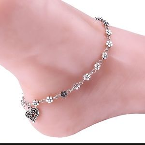 Jewelry - 5⭐️ RATED!  Silver Heart & Floral Ankle Bracelet