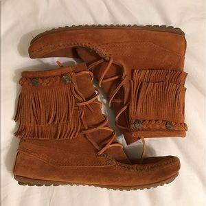 Minnetonka Shoes - NWOT Minnetonka Suede Fringe Ankle Boot