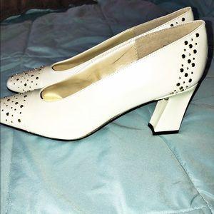 J. Renee Shoes - NWOT. J. Renee heals. Size 9M